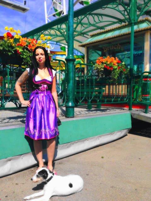 Heute zeige ich euch auf dem Blog ein schickes Dirndl vom Karneval Megastore und erzähle ein wenig vom Canstatter Volksfest und über die Trachtengeschichte