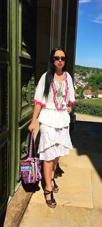 Isabella Labella trägt Ibiza Tunika auf dem Fashion und Lifestyle Blog Label Love