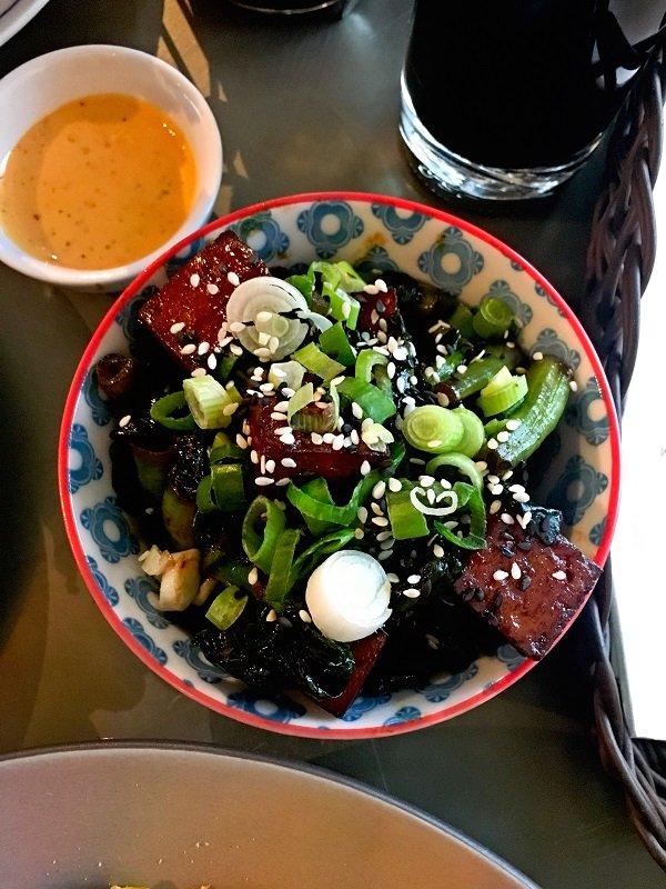 Im coa gibt es leckeres asiatisches Essen in stylischer Atmosphäre