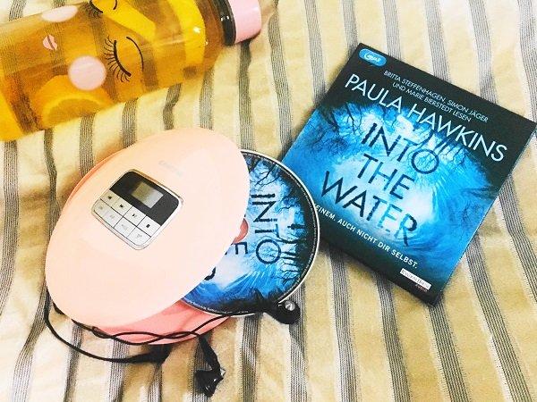 Hörbücher für den Sommer Paula Hawkins: Into the Water und Leon Windscheid: Das Geheimnis der Psyche
