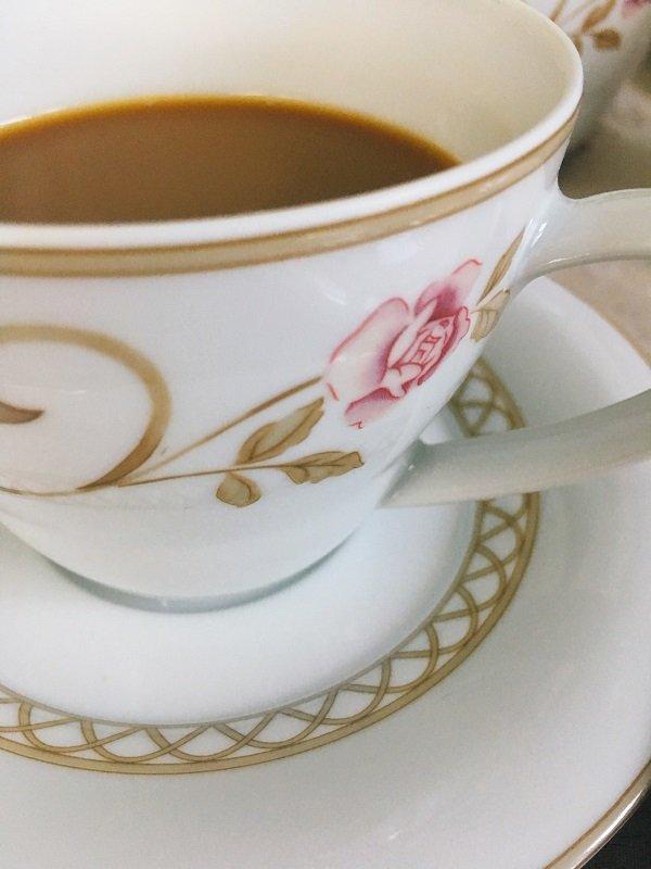 Veganer Bruch mit der wunderschönen Horizont-Linie mit romantischen Rosen von Frieslandporzellan