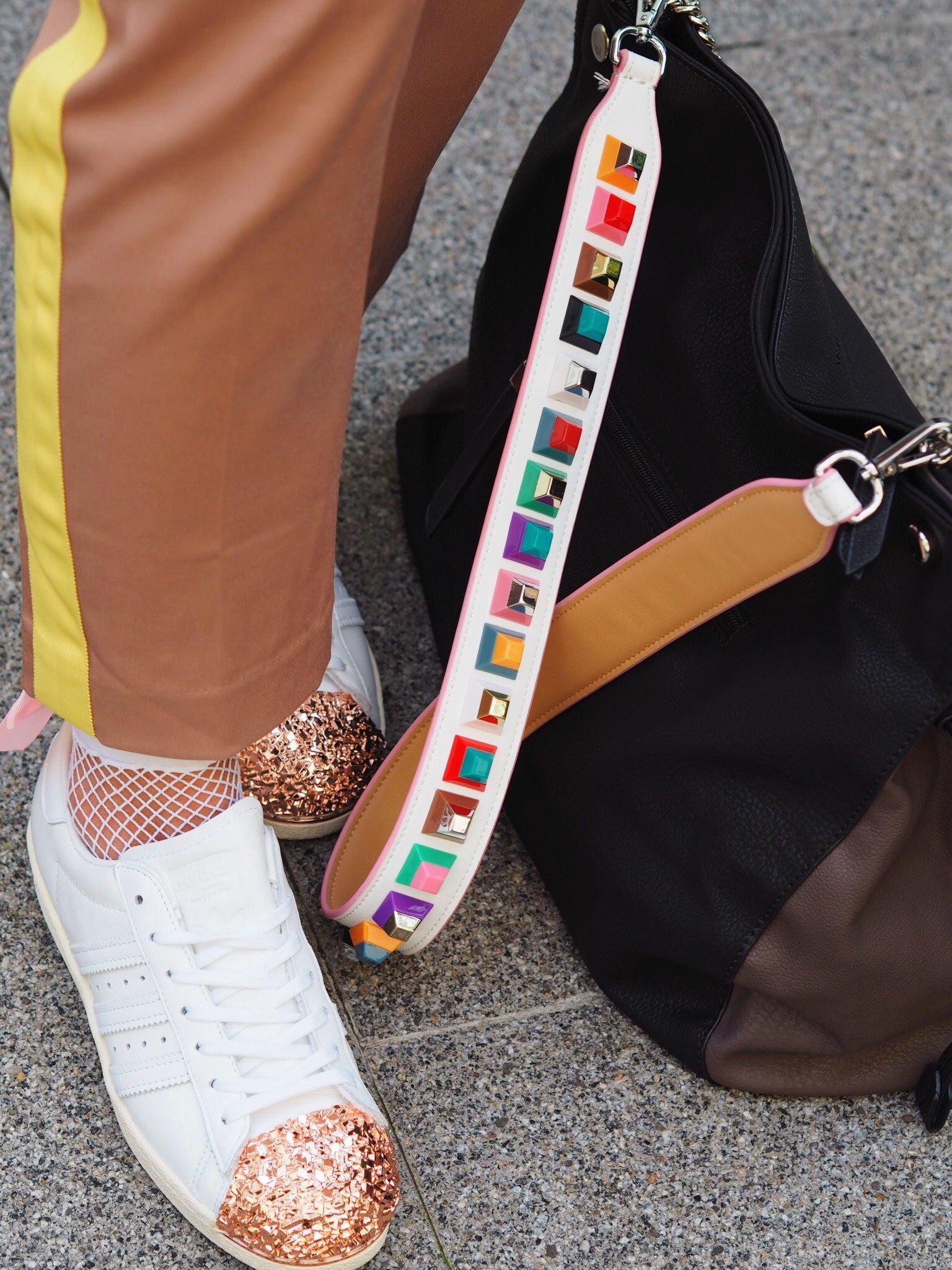 Heute zeige ich einen Sporty Candy Color Look mit Adidas Superstar 80s 3D Sneaker, einem Paul Hewitt Armband & einer Stella Bellucci Tasche mit Fendi Strap