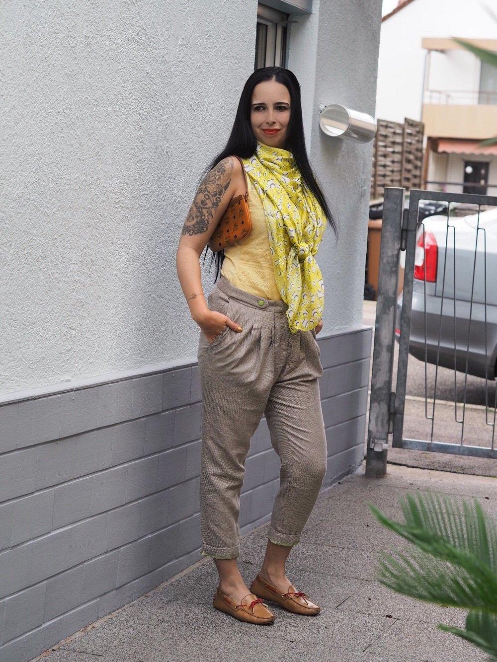 Heute stelle ich euch auf meinem Blog das Label Mongrels in Common vor und zeige ein OOTD mit stylischer Hose und Seidentuch, Clutch von MCM und Loafers von Tod`s