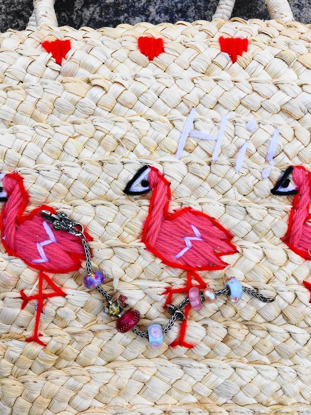 Heute zeige ich euch in meinem Blog einen hübschen Tropical Look mit Palmenprint Rock und mit meiner süßen Flamingo Korbtasche und zeige euch kultige IT Bags