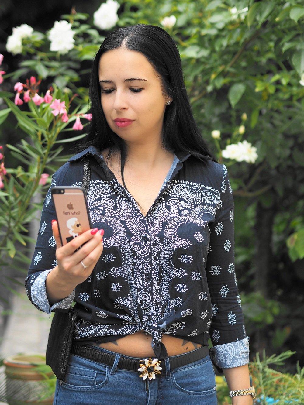 Heute zeige ich euch auf meinem Blog ein stylisches Alltagsoutfit mit Bandana Bluse, Bluejeans und Slippern von Chiara Feragni