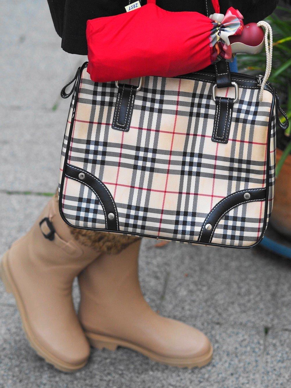 Heute zeige ich euch auf meinem Blog zwei tolle Yarn-Dyed Looks mit einem praktischen Taschenschirm der Marke ZEST und stelle die Firma näher vor