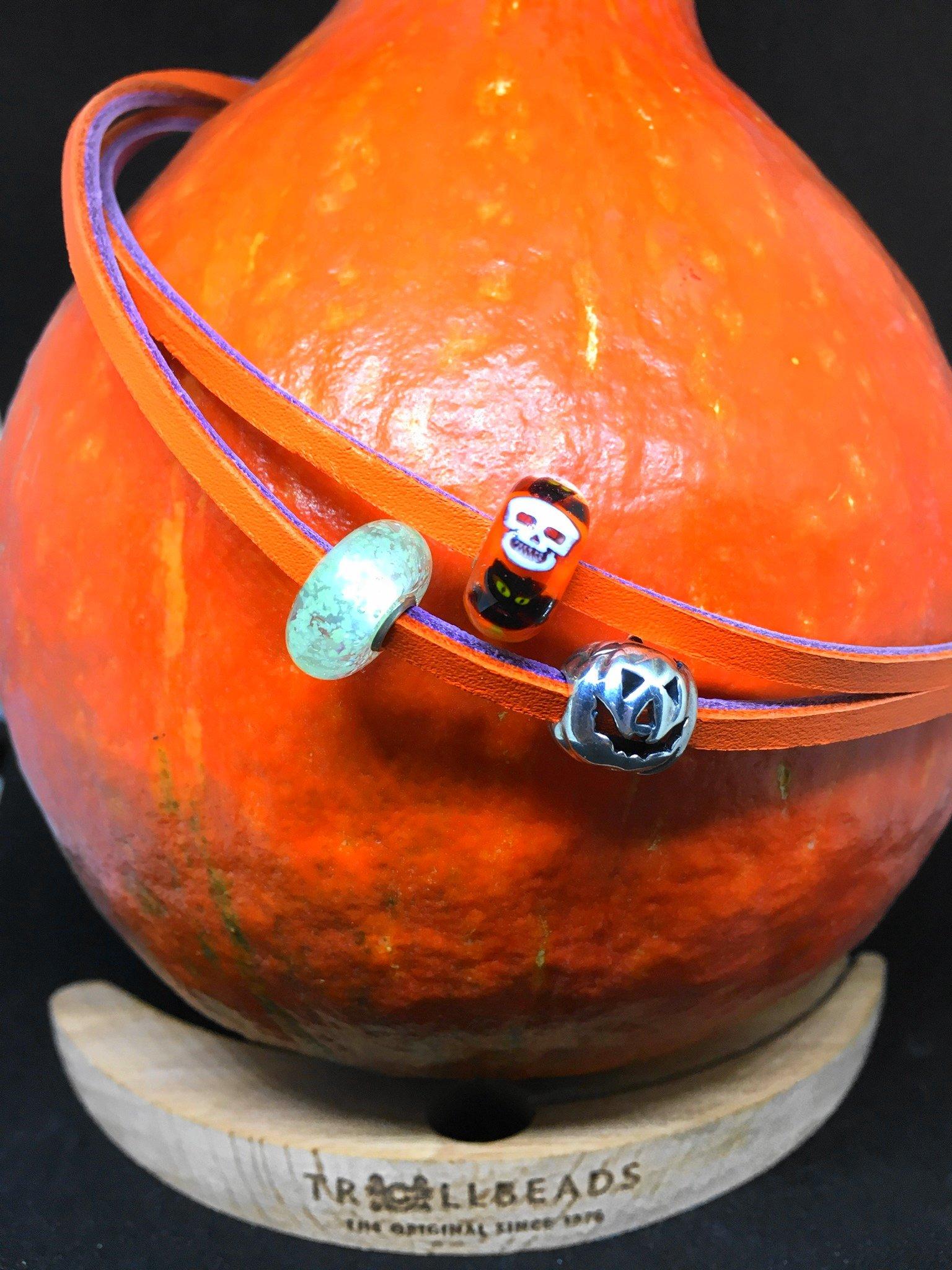 Heute zeige ich euch auf meinem Blog mein Halloween mit Trollbeads und gehe auf die wunderschönen Beads etwas näher mit hübschen Fotos ein
