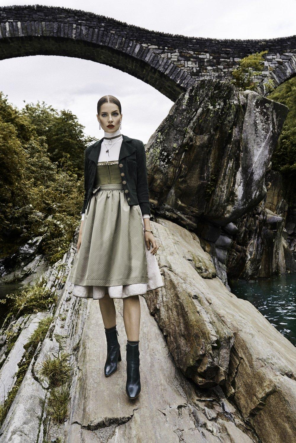 Heute stelle ich euch auf meinem Blog die begabte Stuttgarter Designerin Kinga Mathe in einem ausführlichen Interview etwas näher vor und zeige ihre Mode