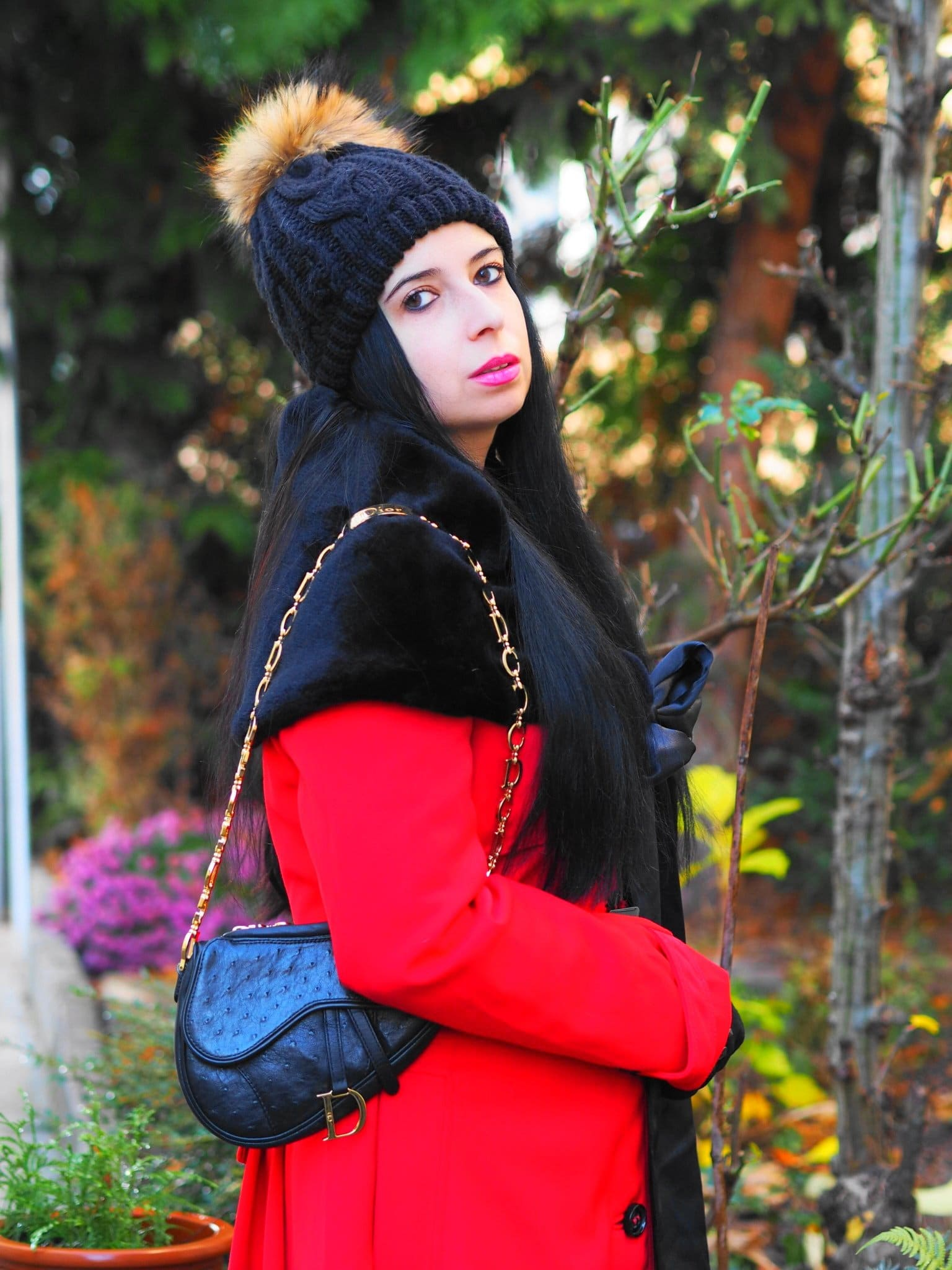 Heute zeige ich euch mit meinem Lady in Red OOTD, dass man auch im Winter mit knalligen Farben top modisch sein und dazu auch noch warm eingepackt sein kann