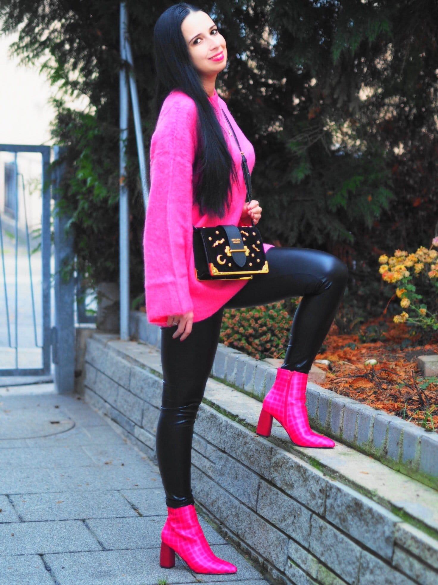 Heute zeige ich euch auf meinem Blog ein Pink Lady - OOTD mit meiner Prada Astrology Handtasche und erzähle euch ein wenig über die Herkunft der Schnuppen