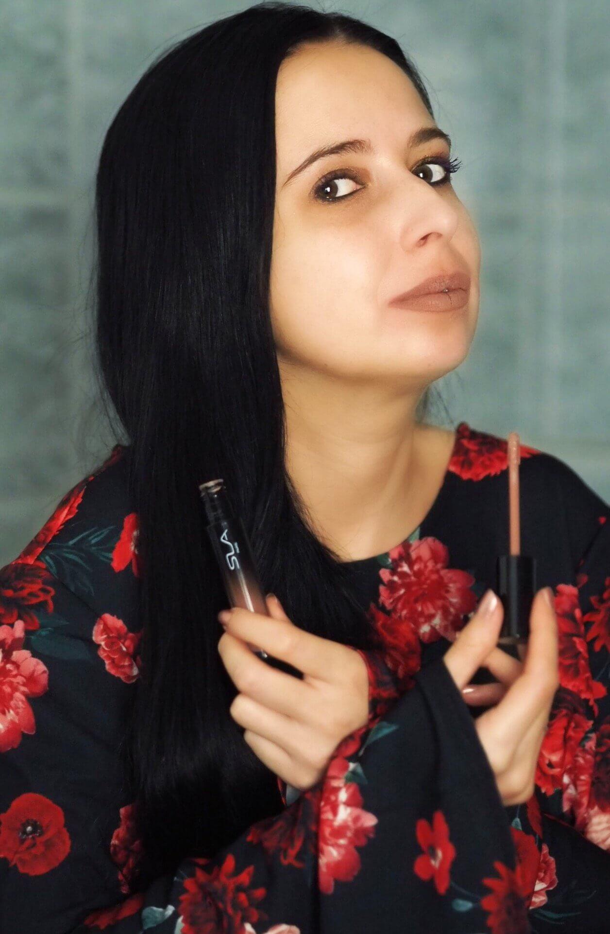 Heute zeige ich euch ein romantisches Valentinstags - Make Up mit den hochwertigen Produkten LIP CRUSH, den Mascara und der #HOW TO Palette von SLA Paris