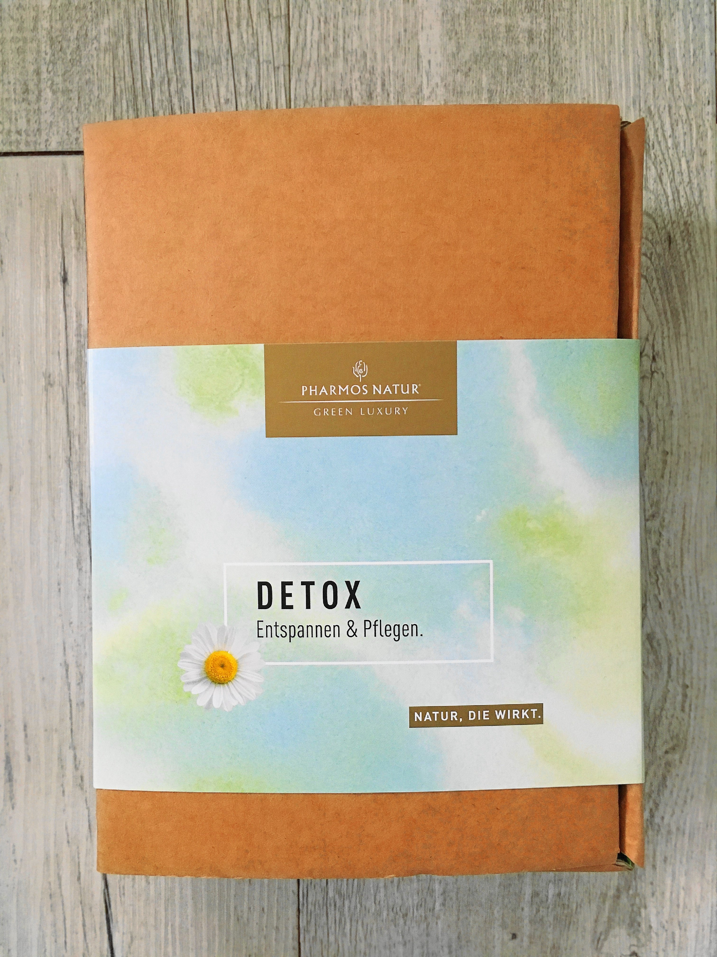 Heute zeige ich euch auf dem Blog Detox von aussen mit Pharmos Natur und zeige und beschreibe euch die einzelnen Produkte mit nützlichen Detox Facts