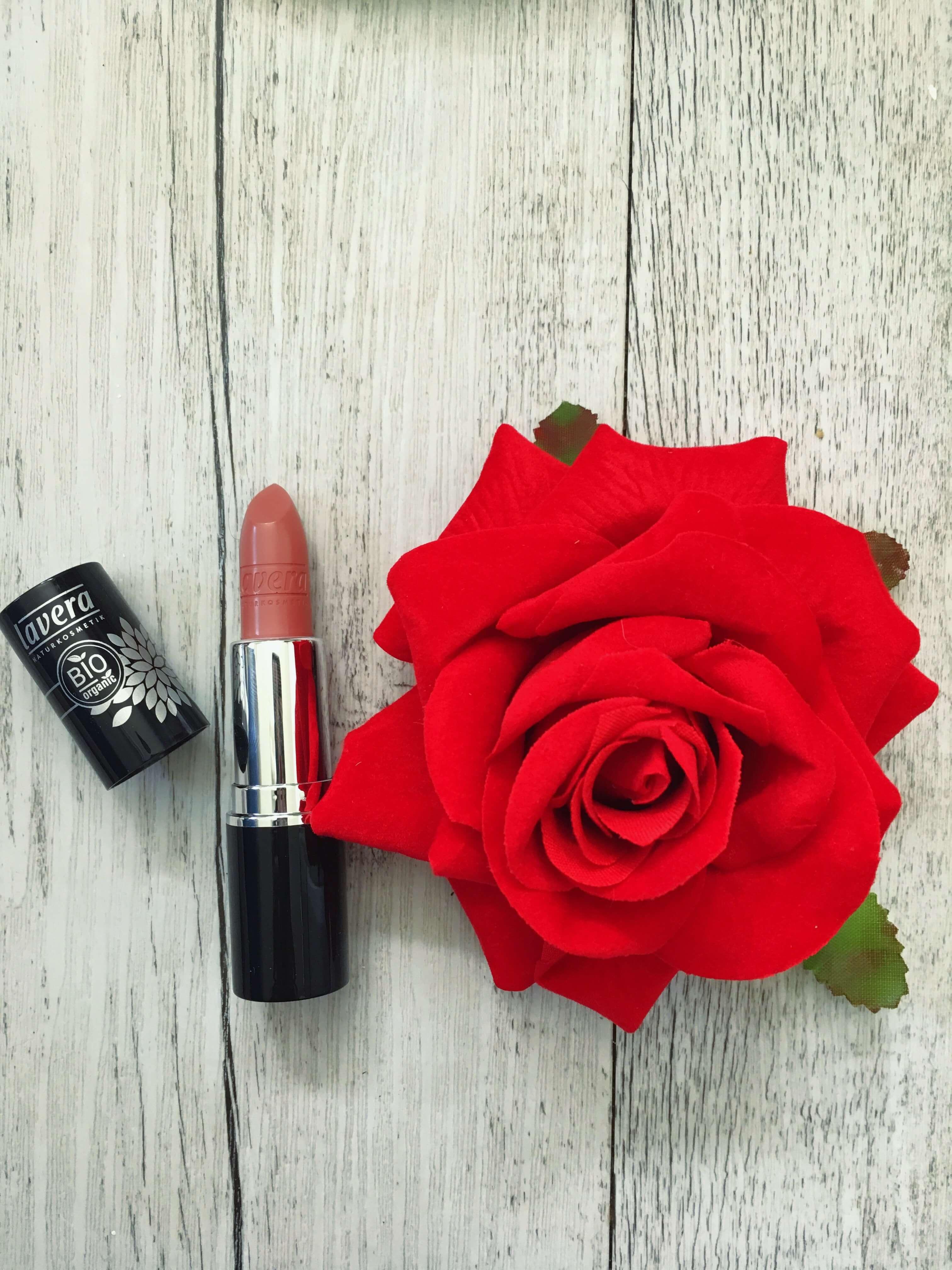 Heute zeige ich euch in Kooperation mit Shop Apotheke vegane Kosmetikprodukte von Lavera Naturkosmetik und schminke dann einen wunderschönen Make Up Look