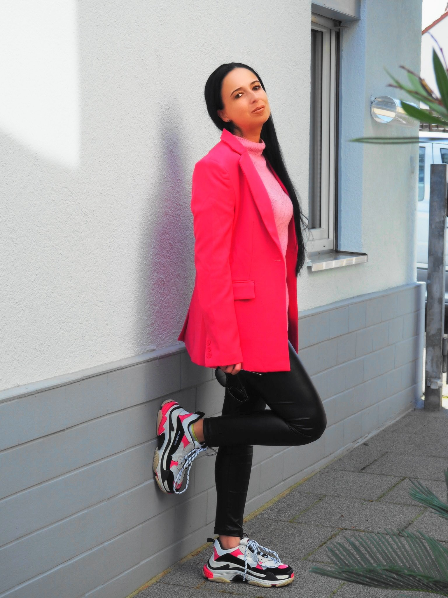Heute zeige ich euch auf dem Blog den aktuellen Athleisure Trend mit meinen Balenciaga Triple S Sneaker und erzähle euch ein wenig über coole ugly Sneaker