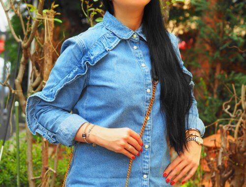 Jeans Look mit Kappe von NA-KD