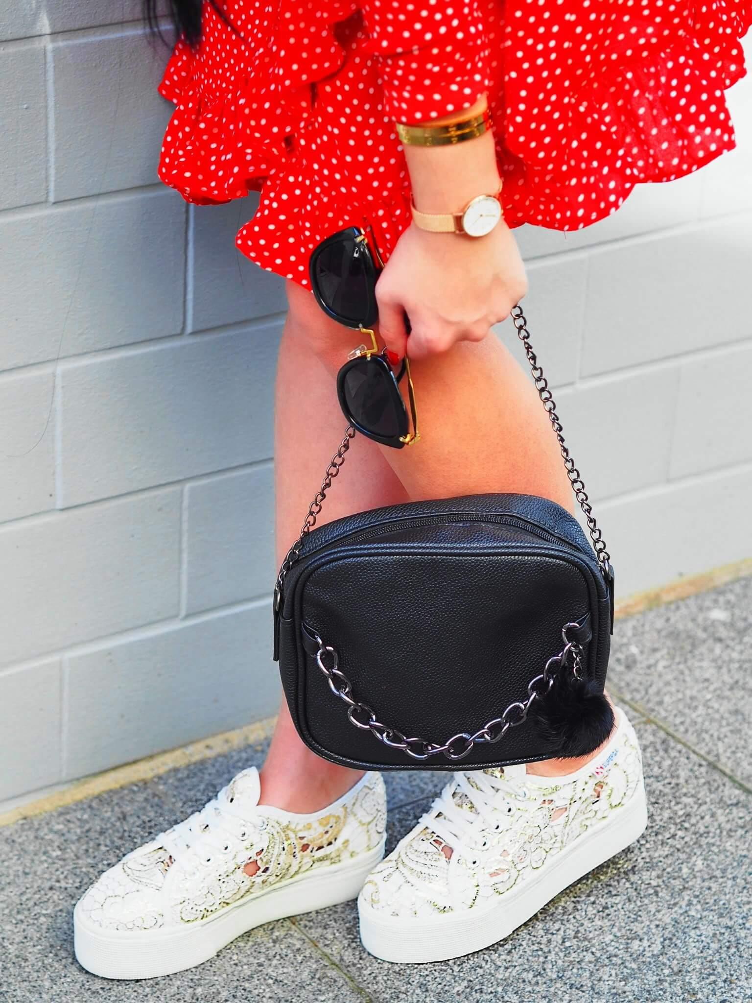 Heute zeige ich euch auf meinem Blog die super stylischen Platform Superga Sneakers von Footway in einem trendigen OOTD mit top Polka Dots Kleid von NA-KD