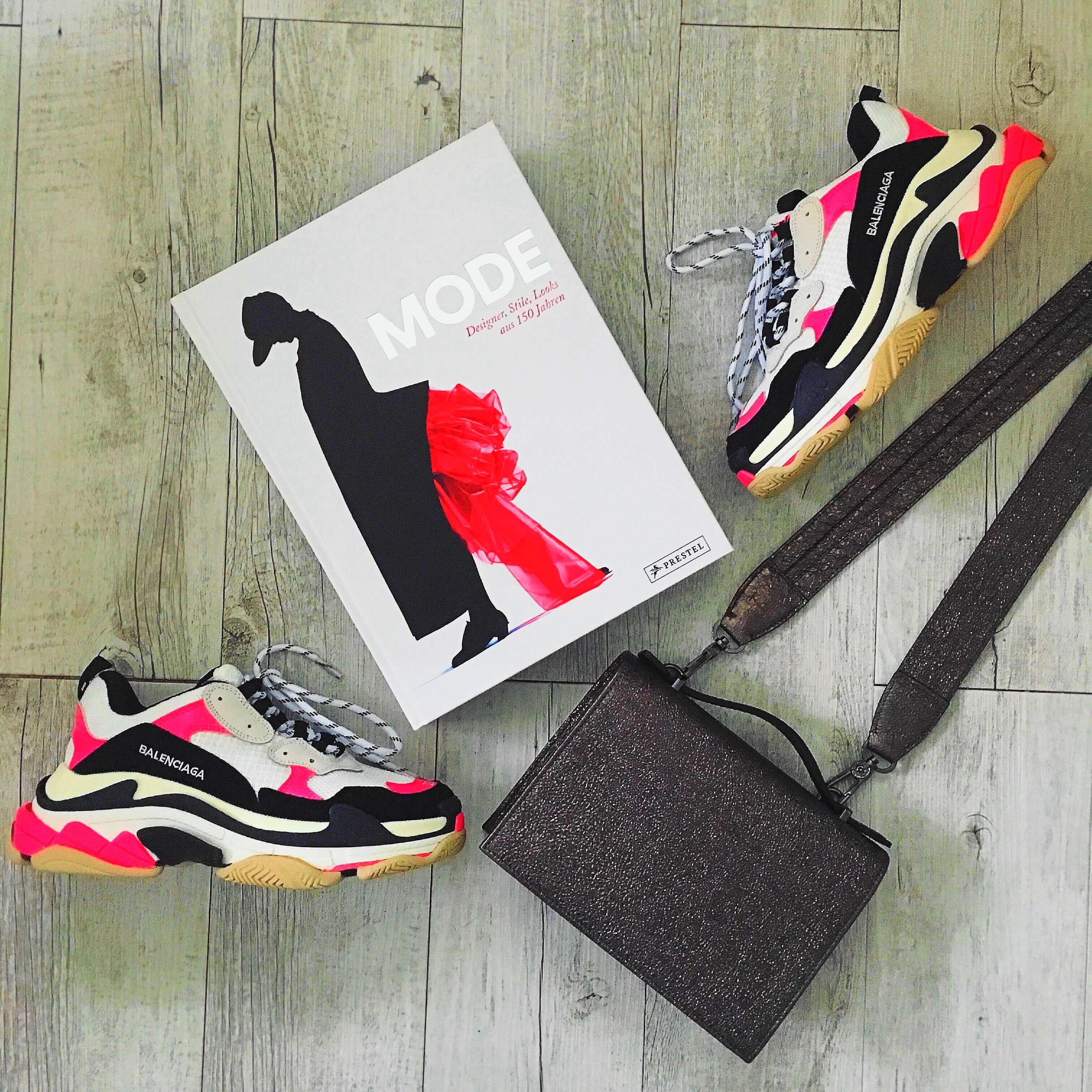 """Heute stelle ich euch den für jede Fashionista unverzichtbaren Bildband """"Mode - Designer, Stile, Looks aus 150 Jahren"""" von Arianna Piazza auf dem Blog vor"""