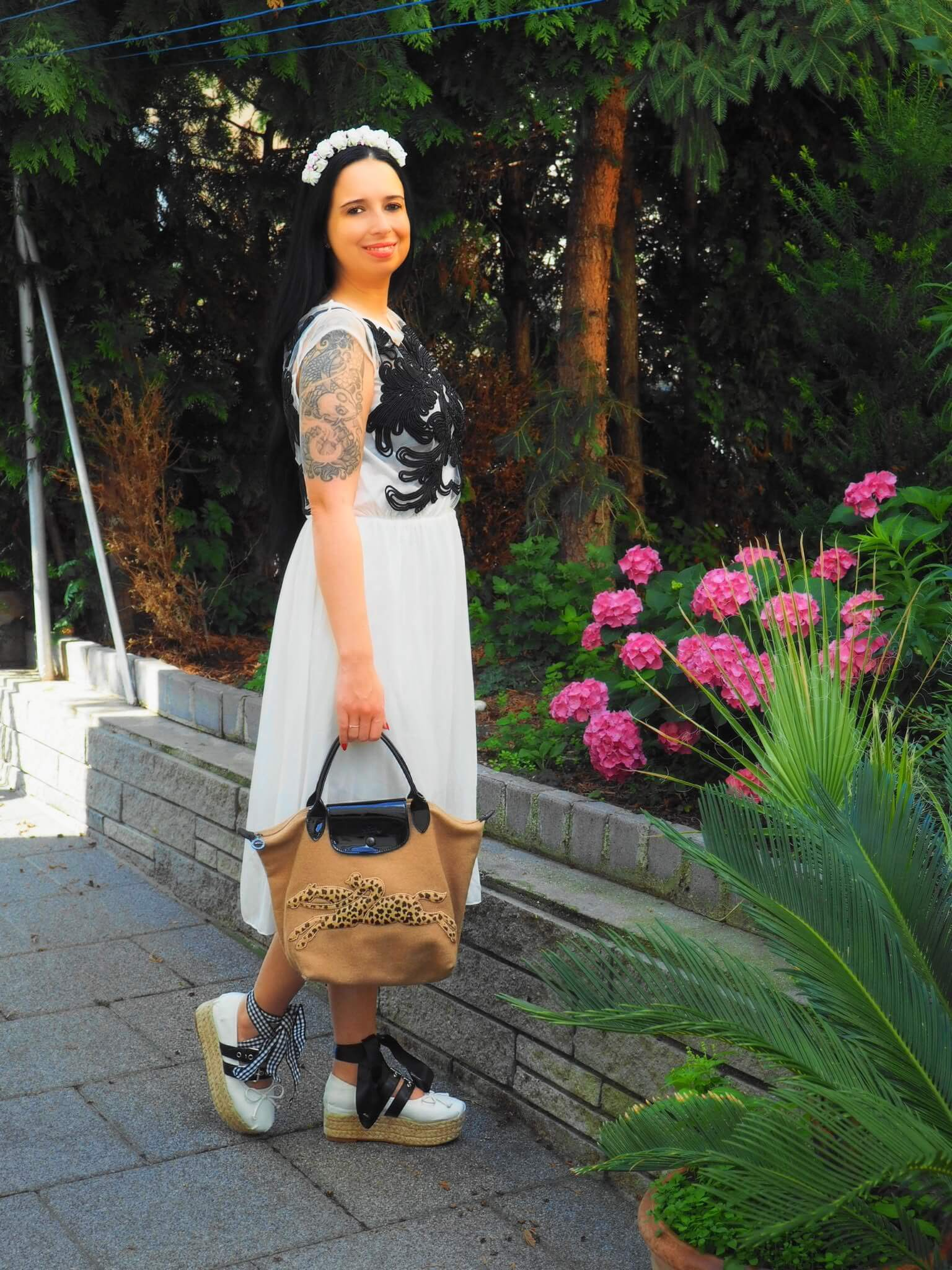 In diesem Blogpost könnt ihr etwas über die Geschichte von Longchamp erfahren und einen Geisha Look mit meiner Le Pliage Victoire und Miu Miu Wedges sehen