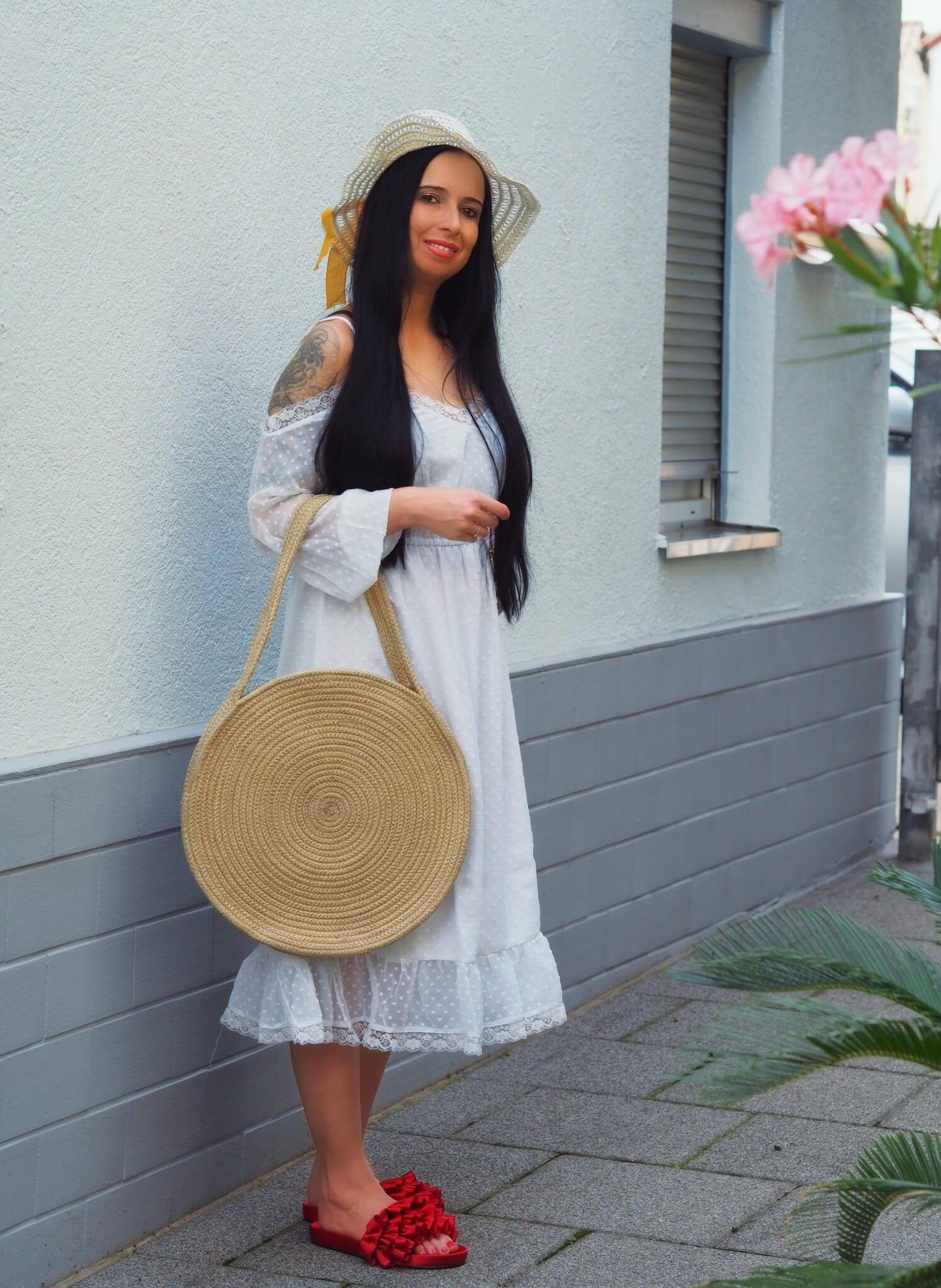 Im folgenden Blogpost zeige ich euch meine aktuelle top Fashion Auswahl und gebe euch einen 20% Coupon Code von NA-KD zum Geld Sparen beim Online Shopping