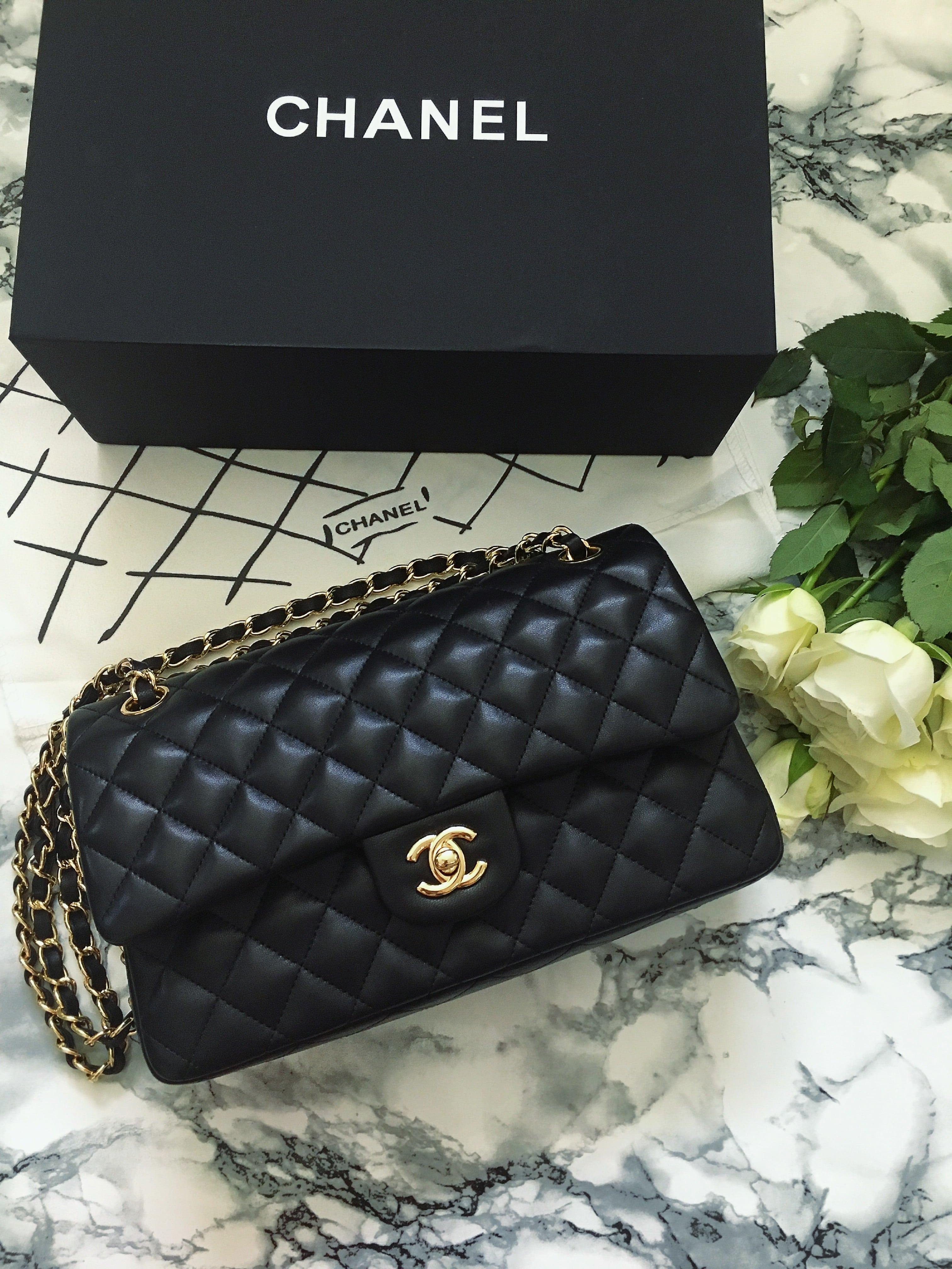 Die 2.55 Tasche von Chanel ist ein waschechtes IT Piece. Die kultige Tasche hat eine schöne Geschichte, die ich im Blogpost erzähle und top Pflegetipps gebe