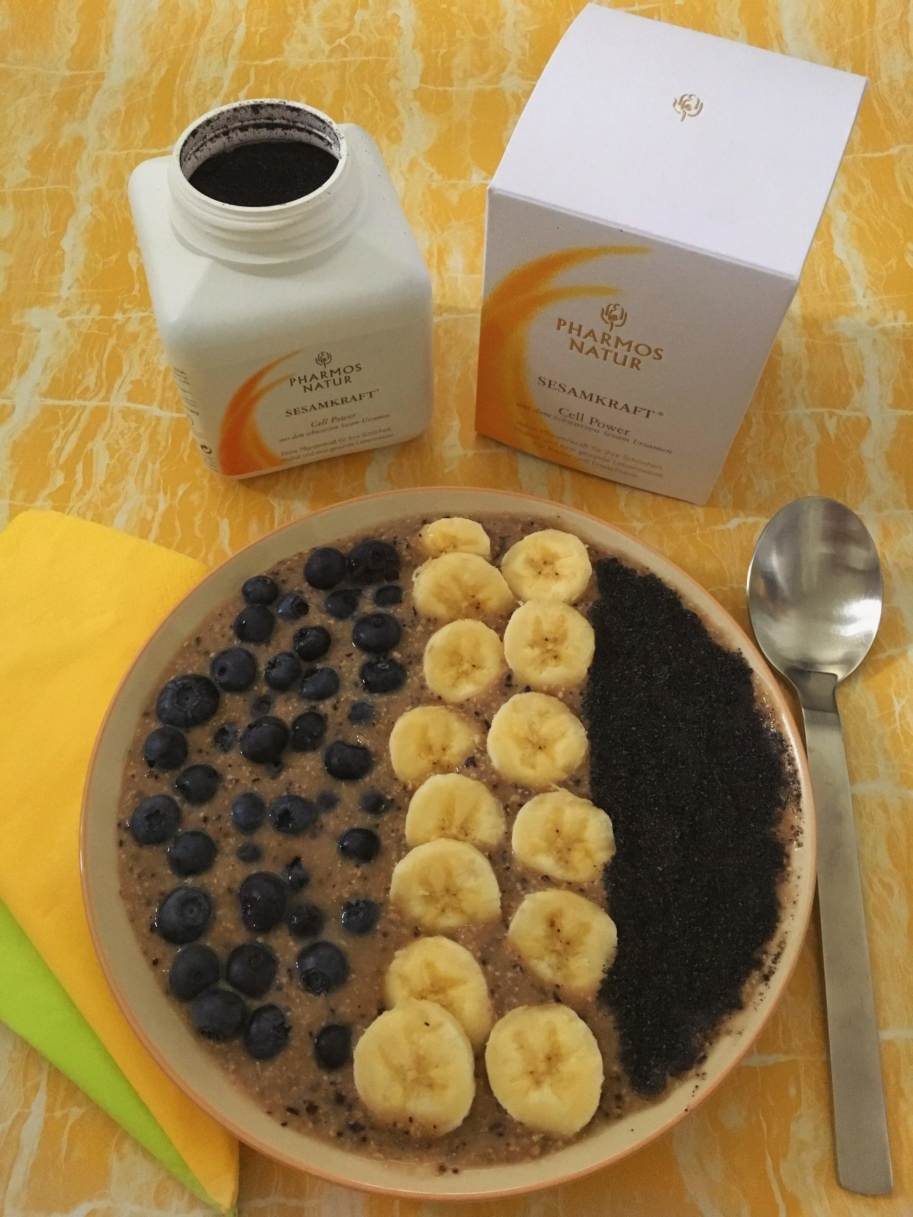 Ein veganes Frühstück mit Pharmos Natur ist lecker und hochwertig. In diesem Blogpost bekommt ihr ein Rezept mit Sesamkraft und dem Aloe Vera BioDirektsaft