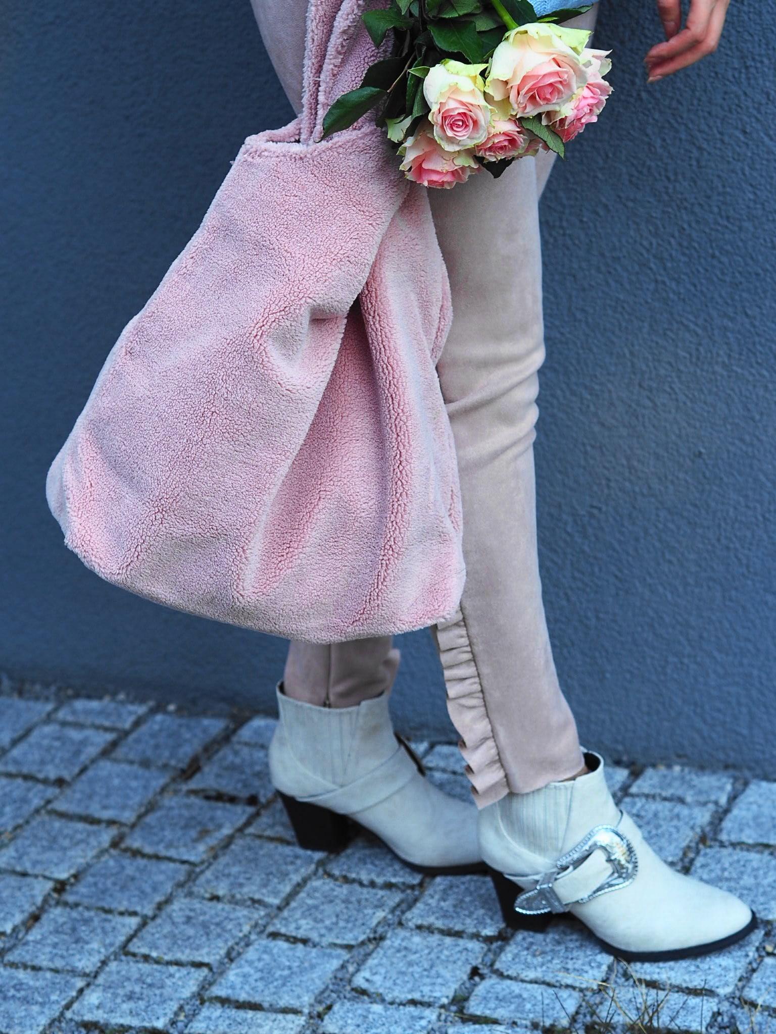 Candy Colors sehen auch im Herbst total stylisch aus. Ich zeige im folgenden Blogpost einen Look von Missguided in der Trendfarbe Babyblau und zartem rosé.