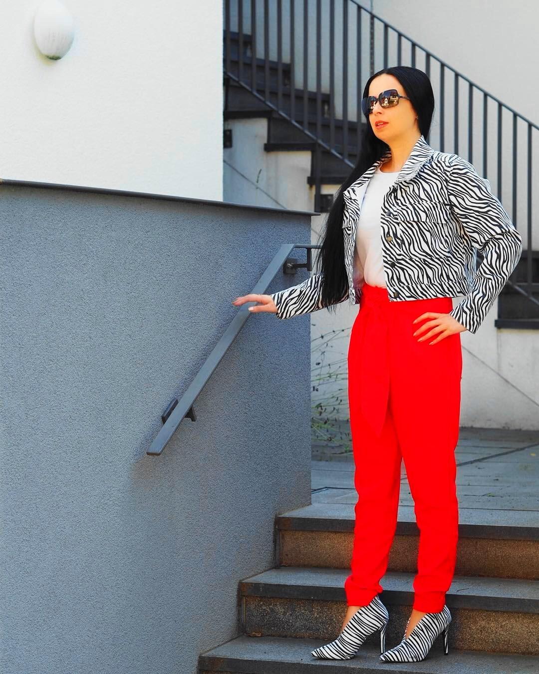 In meinem Herbst-Lookbook zeige ich euch ein Leo Maxikleid, ein romantisches Minikleid, einen Businesslook mit Animalprint und einen Baker Boy Mützen Look