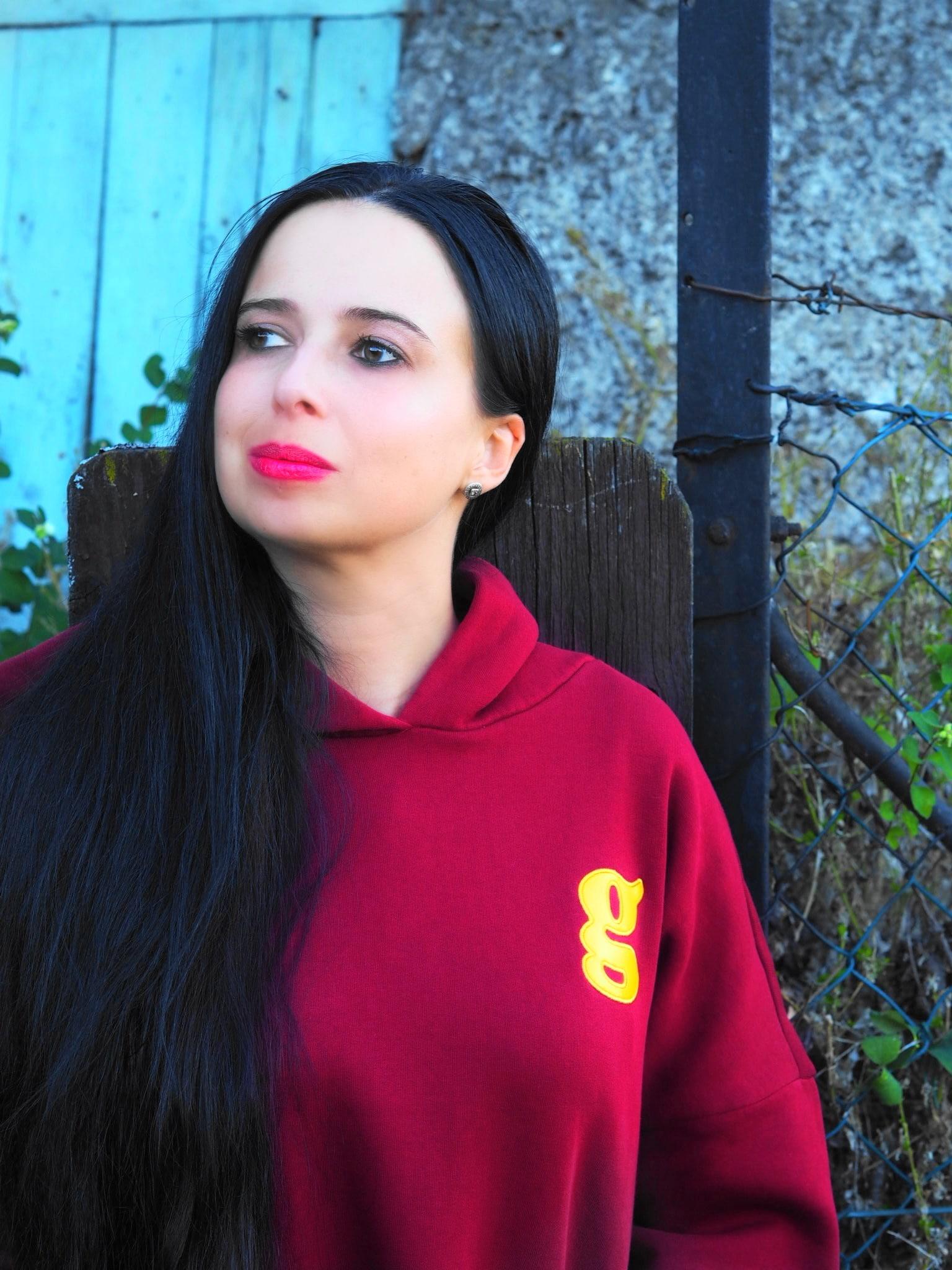 """Der limitierte Glam-o-meter Hoodie in der aktuellen Trendfarbe """"Wiesenrausch"""" ist bei The Mercer N.Y. erhältlich und ist ein top Teil für jede Fashionista"""