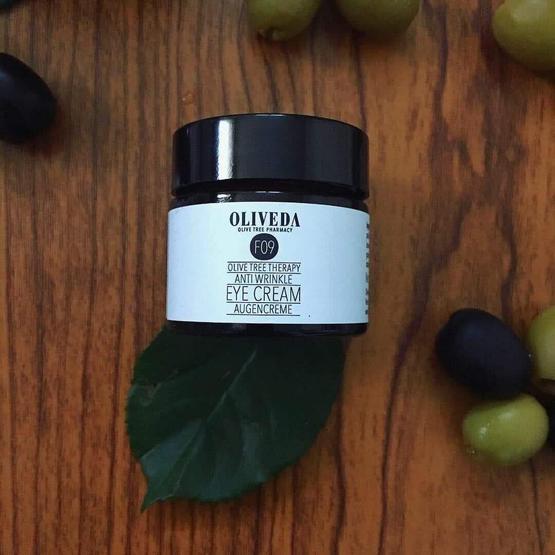 Die hochwertigen Produkte von Oliveda basieren auf dem Zellelixier des Olivenbaumes. Die Marke verzichtet auf Wasser als Füller und steht seit für #nowatercosmetic