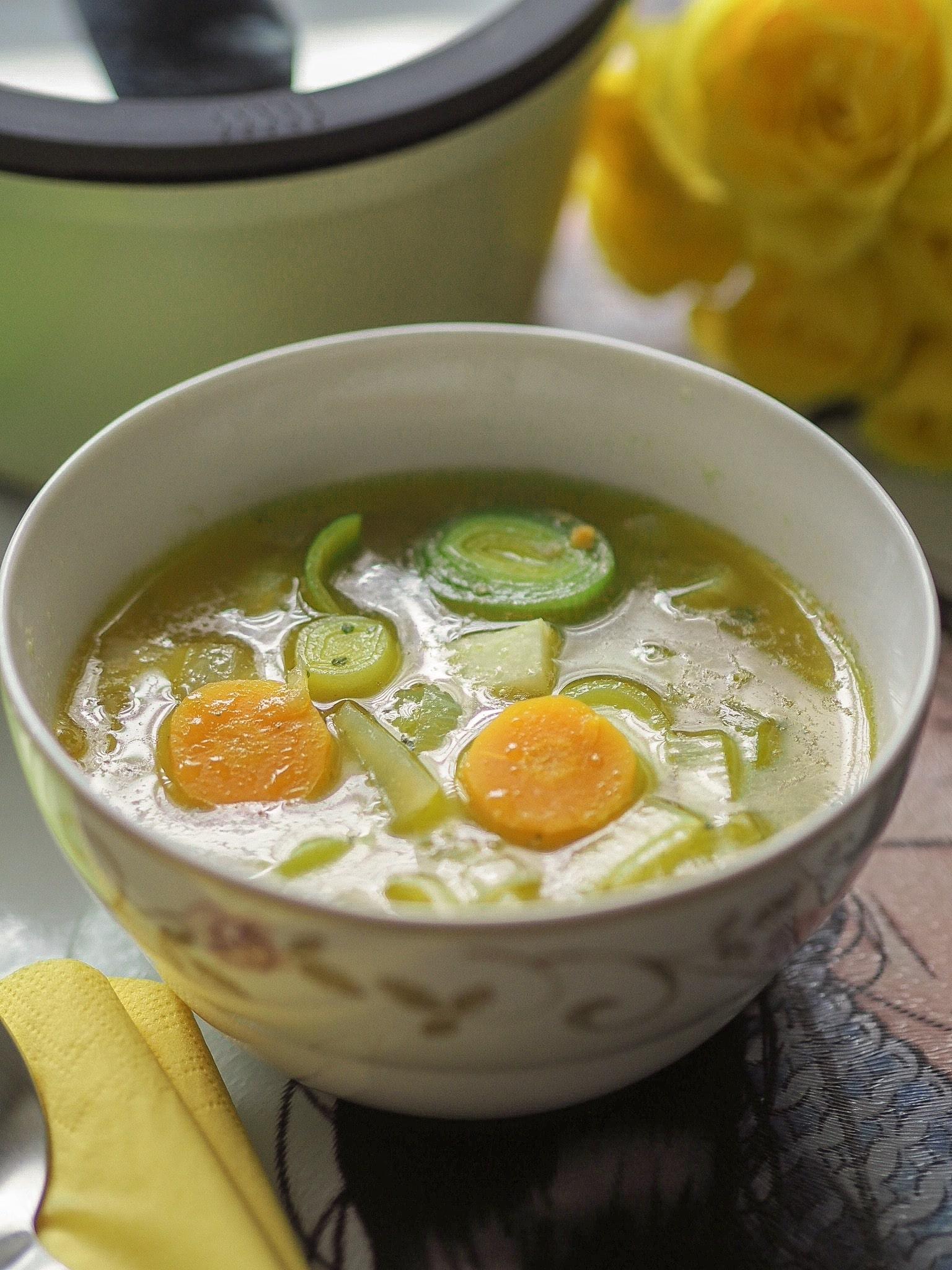 """Mit meiner gesunden, veganen Gemüsesuppe im hübschen Topfset """"Happiness"""" von Mulex werdet ihr im Winter bestens gewärmt. heute verrate ich euch mein Rezept."""
