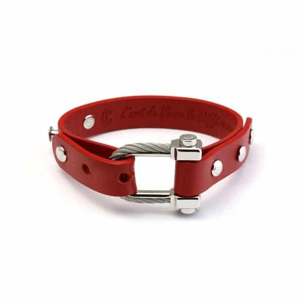 Die Mischung aus Leder, poliertem Metall und dem Kabelmotiv vom neuen Charriol Pont d´amour Armband verkörpert französische Raffinesse und modernen Stil.