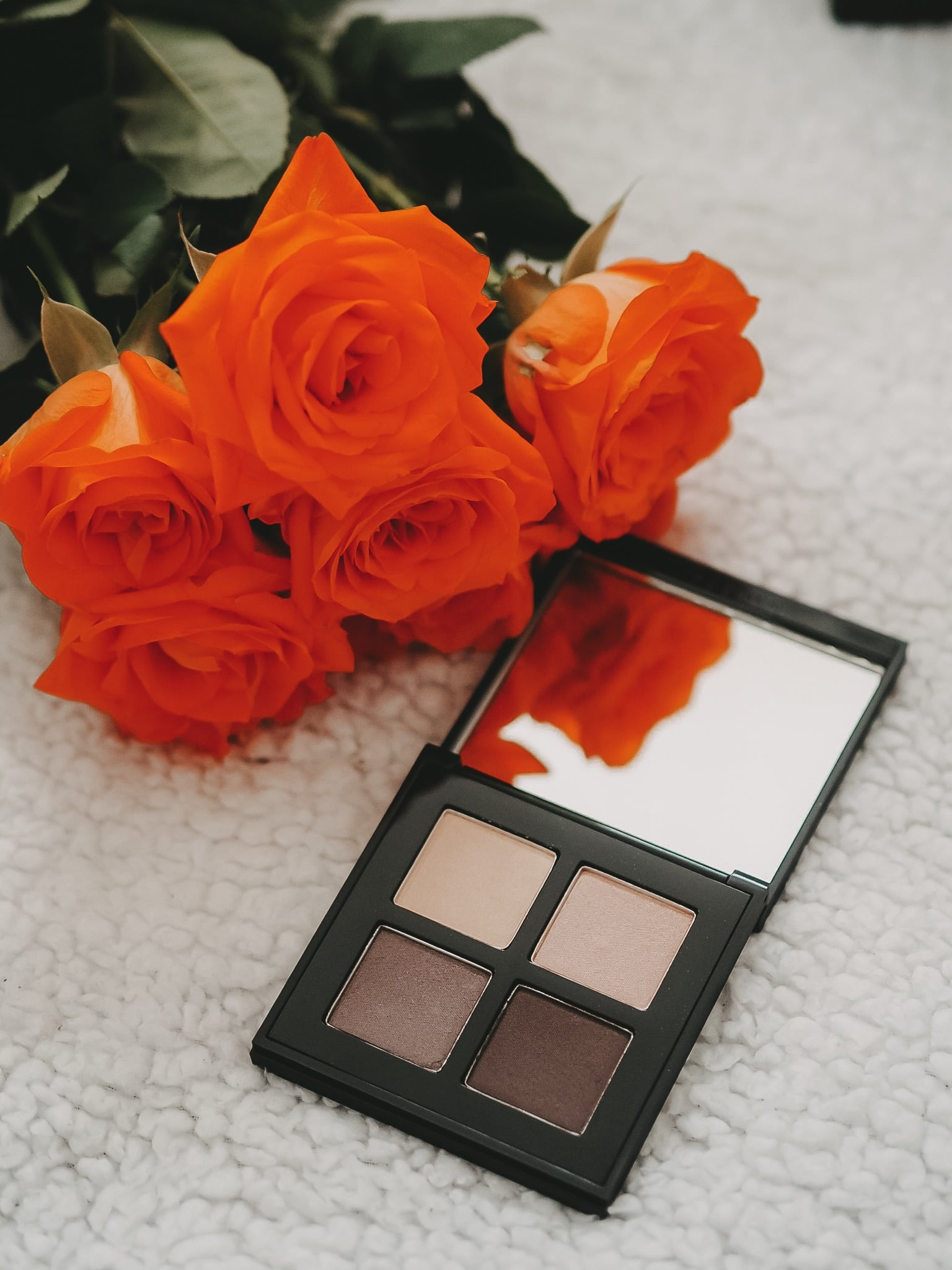 Mit der neuen Frühjahr/Sommer Kollektion 2019 SOTHYS Summer Chill bringt die französische Make Up Marke eine Box mit top dekorativer Kosmetik auf den Markt.