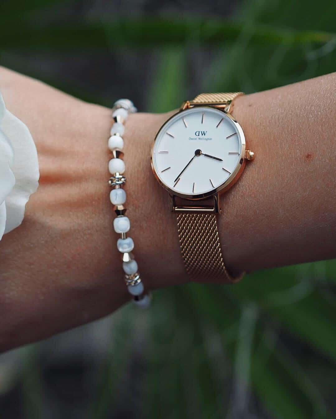 Ich trage besonders gerne im Alltag schöne Uhren von Daniel Wellington. Gefunden habe ich eine große Auswahl an Uhren und Schmuck bei Valmano im Onlineshop.