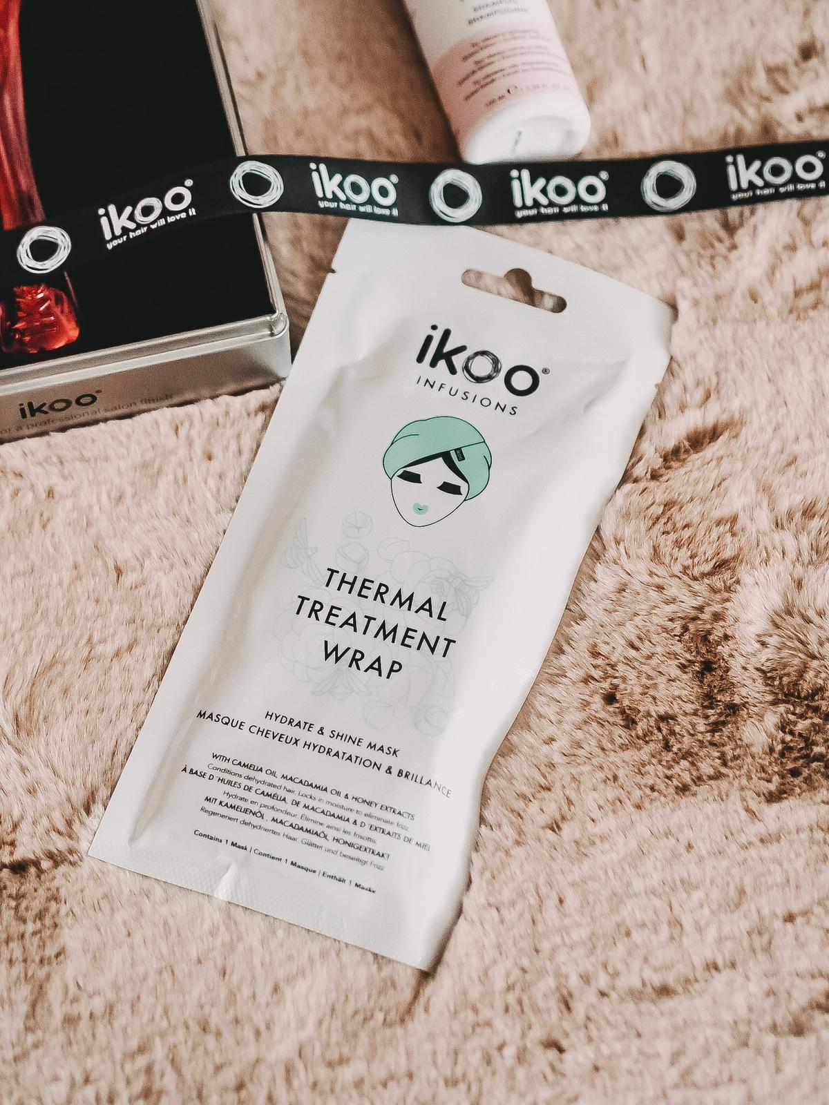 Die vegane Haarpflege und die Paddle X Brush von Ikoo sieht nicht nur super stylisch aus, sie ist auch noch sehr hochwertig und effektiv für alle Haararten.
