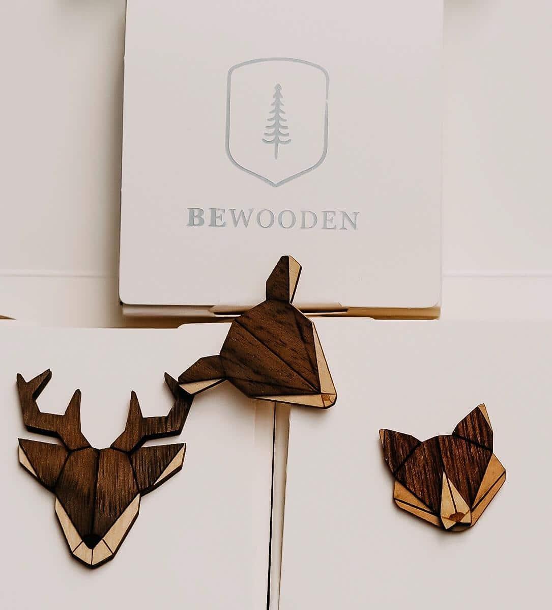 Das nachhaltige Design Label BeWooden fertigt bspw. kultige Holz-Broschen, Holzfliegen oder sonstige Accessoires für jeden Fashion Fan. Ich zeige das Label.