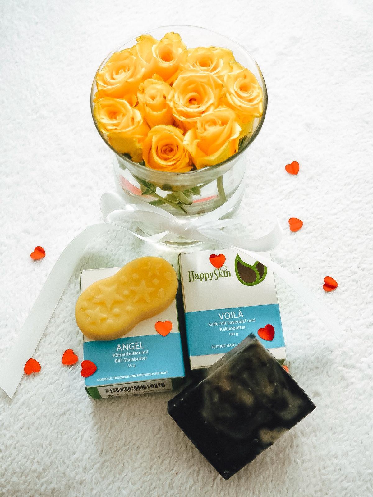 Die nachhaltigen Kosmetikprodukte von HappySkin werden aus gründlich ausgewählten natürlichen, meist Bio Rohstoffen produziert. Mehr auf dem Beauty Blog !