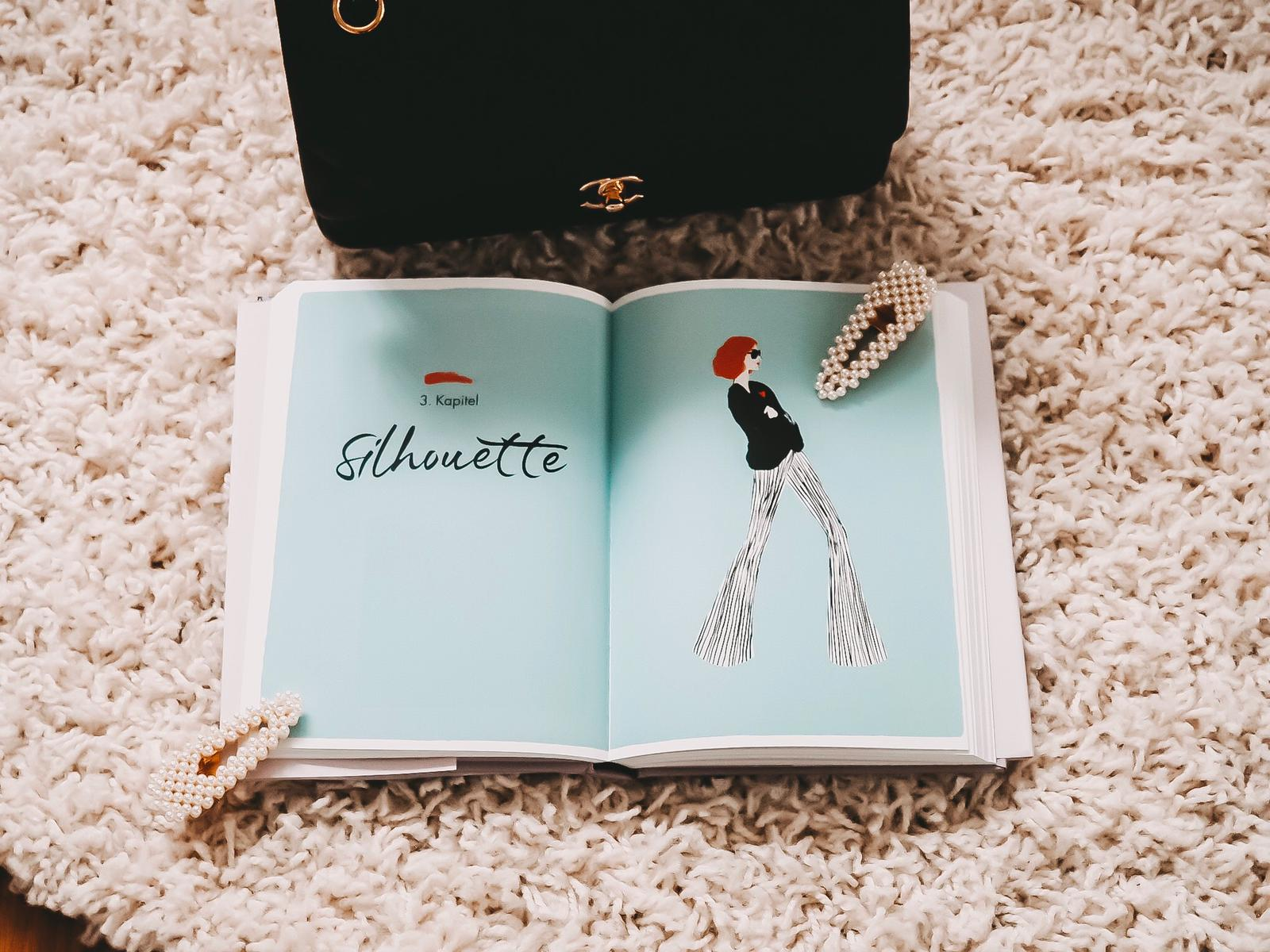 """In dem Buch """"Dress like a Parisian"""" findet ihr tolle Tipps zum Zusammenstellen von Mode-Kombis wir eine Französin. HIER mehr vom Pariser Chique Ratgeber !"""