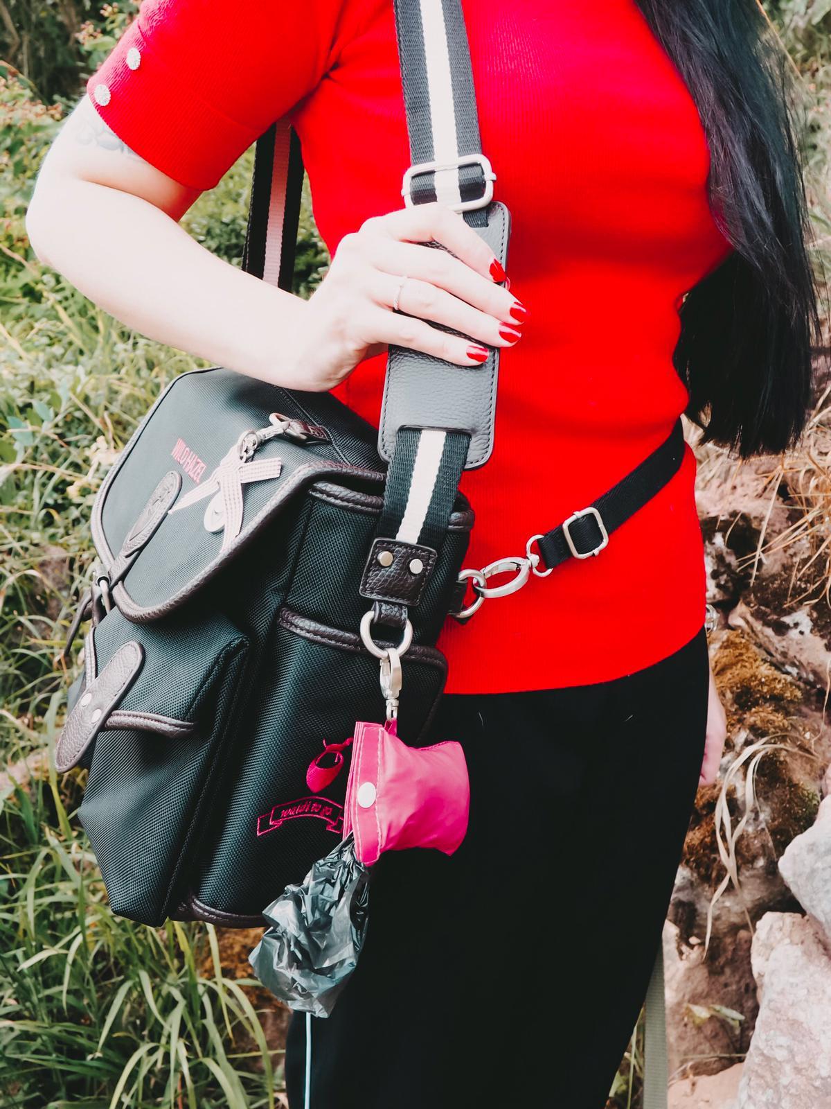 Die praktischen Gassigeh-Taschen von Wild Hazel haben Sinn für Ordnung mit vielen Fächern, sind robust und wetterbeständig und haben zudem Charme & Stil.