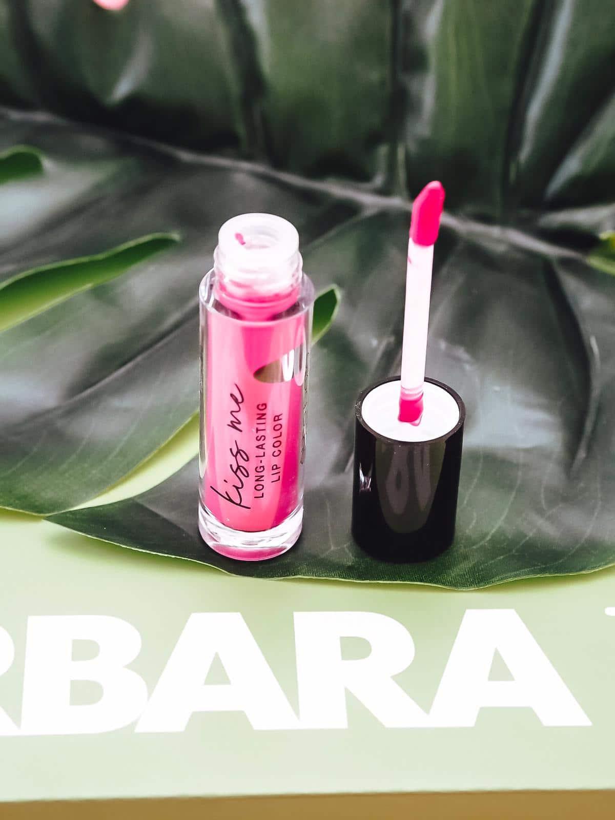 Die aktuelle Barbara Box Einen Cocktail bitte bietet eine vielfältige Produktauswahl von bspw. einem Eiscreme-Mix bis hin zu einem stylischen Lippenstift.