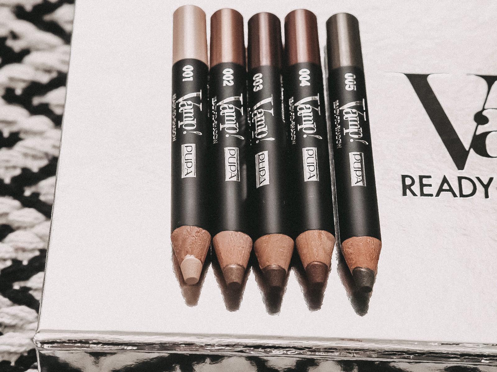 Der Pupa Milano Ready-To-Shadow Lidschattenstift ist ein revolutionärer Lidschatten. Ihr habt einen kompakten Puder in einem Bleistift! Mehr auf dem Blog !