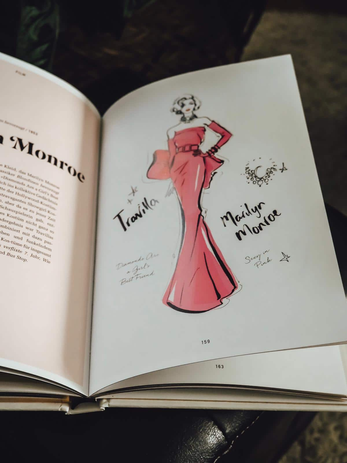 Das super stylische neue Buch von Megan Hess The Dress zeigt 100 traumhafte Kleider der Weltgeschichte mit Illustrationen. Heute mehr dazu auf meinem Blog!