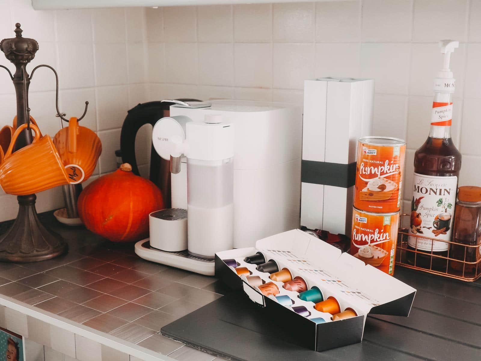 Die neue Nespresso Gran Lattissima bereitet Espresso, Ristretto, Lungo, Cappuccino, Café Latte, Flat White, Milchschaum, heiße Milch und Latte Macchiato zu.