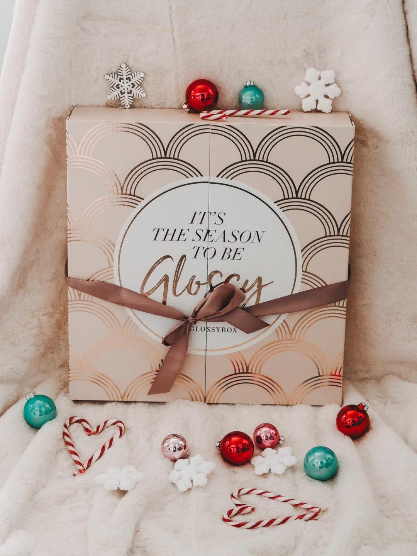 Da ich dekorative Kosmetik über alles liebe, habe ich den aktuellen Glossybox Adventskalender 2019 für euch auf dem Beauty Blog unter die Lupe genommen.