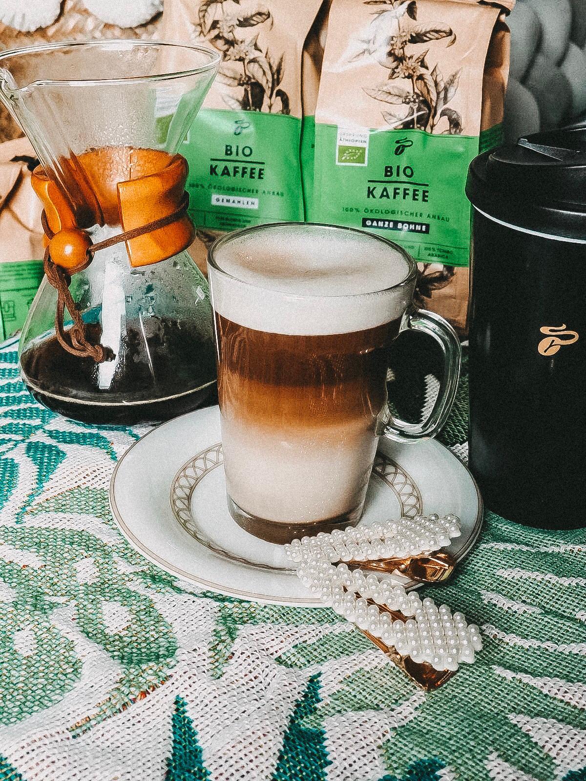 Der Bio Kaffee von Tchibo schmeckt spitze .