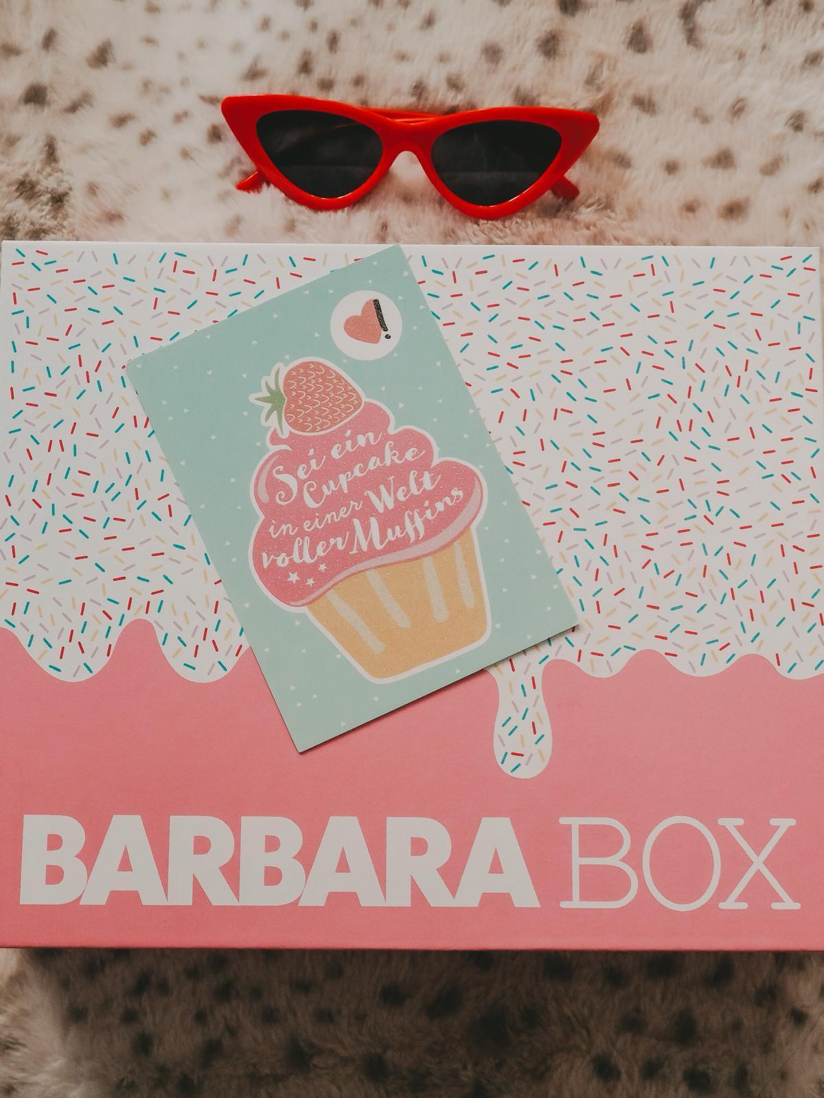 Barbara Box Sahneschnitte mit Cupcake Postkarte