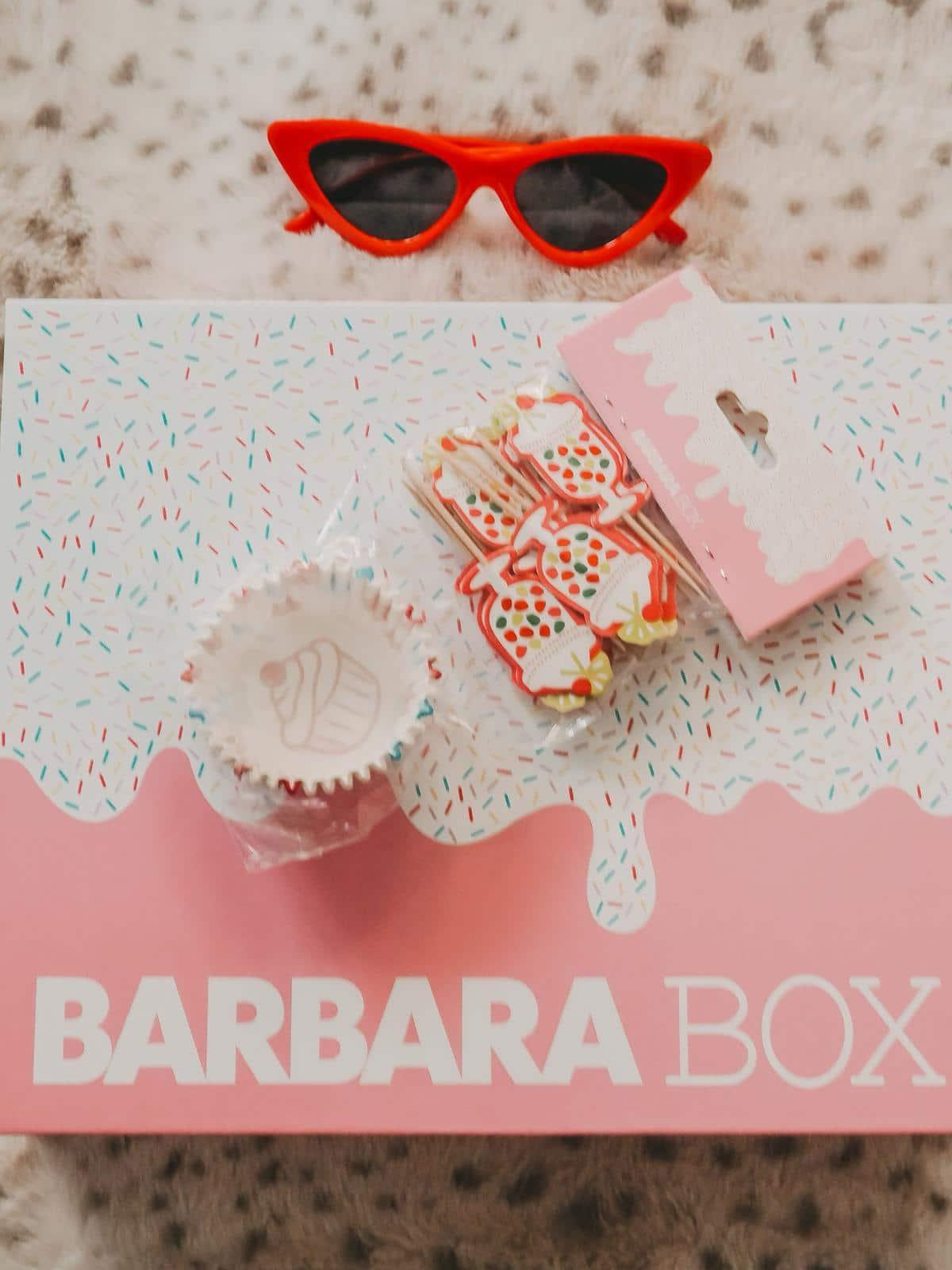 Barbara Box Sahneschnitte mit Cupcake Förmchen und Topper