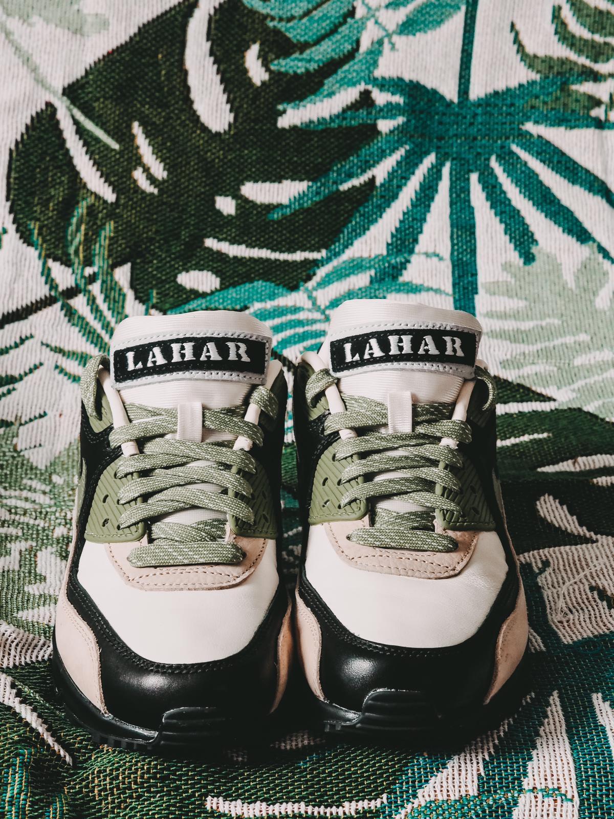 Der heiße LAHAR Tag ist ein Statement bei den neuen Nike Air Max 90 NRG Lahar Escape.