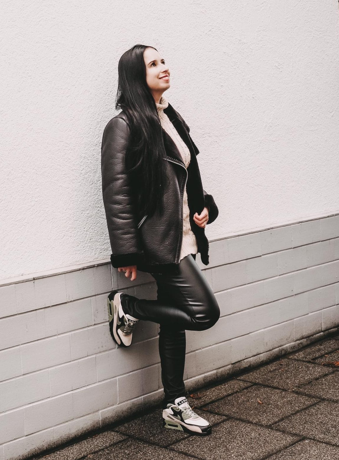 Outfit-Inspo mit Nike Air Max 90 NRG Lahar Escape.