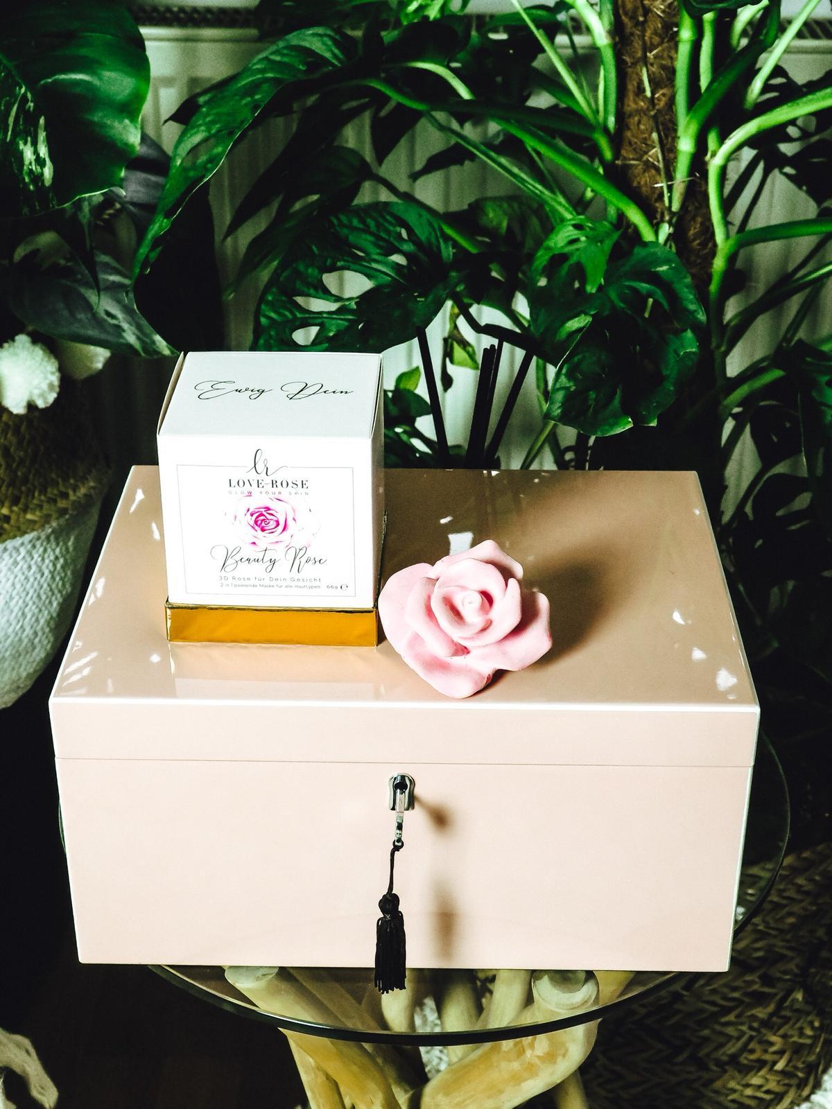 Love Rose Cosmetics produziert die Peeling Rose fürs Gesicht.