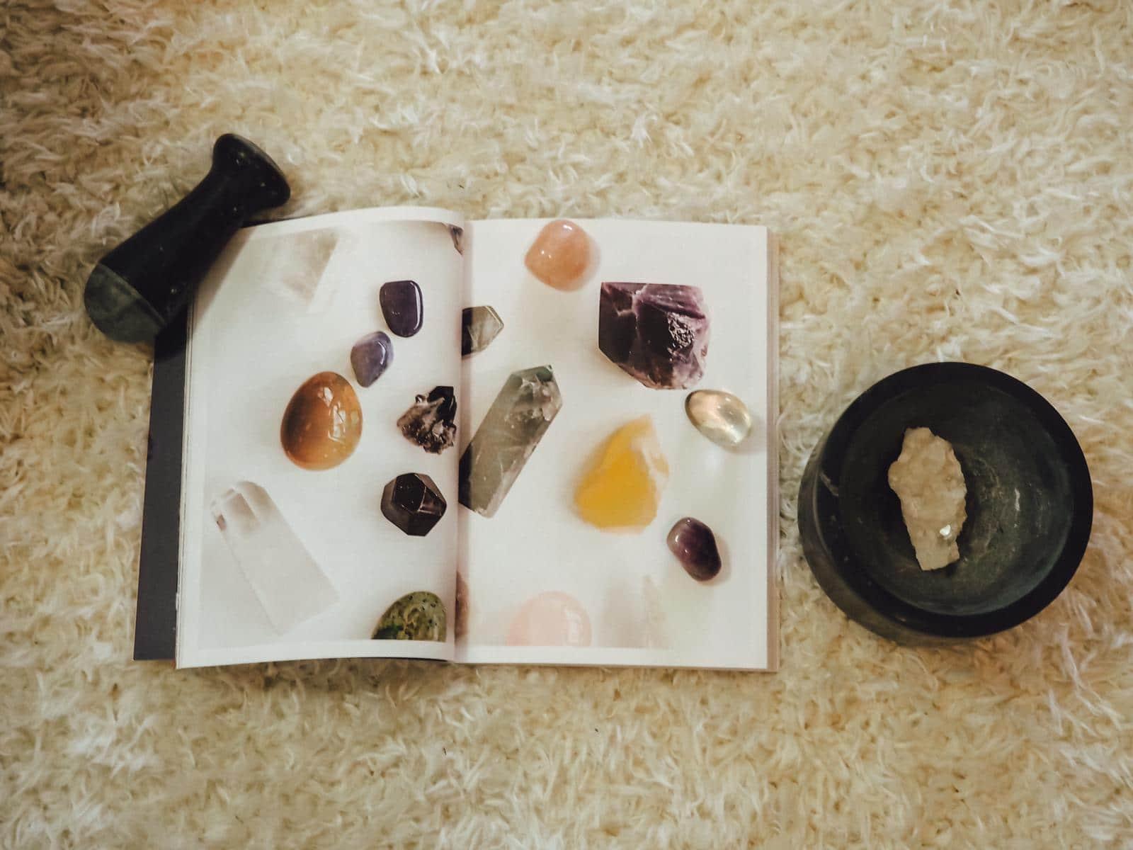 Steine und Magie in Mein magisches Heim.